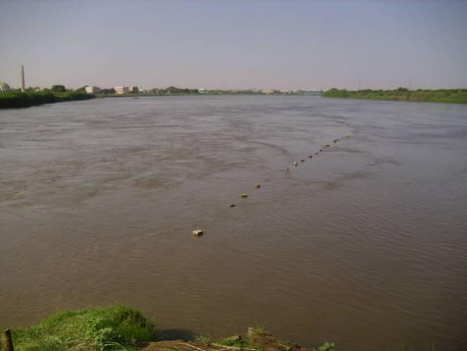 File:Zusammenfluss der Nile.JPG