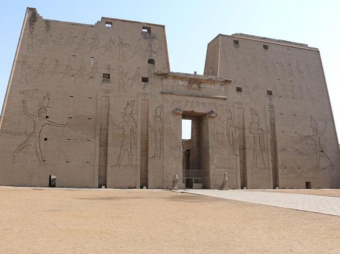 File:Temple of Edfu 02.jpg