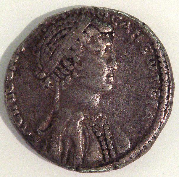 Ficheiro:CleopatraVIICoin.jpg