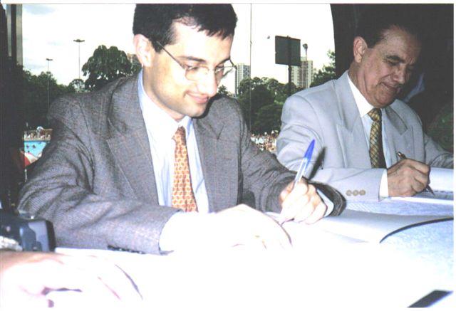 Divaldo e Washington autografando em 2000 no Clube Juventus (2)