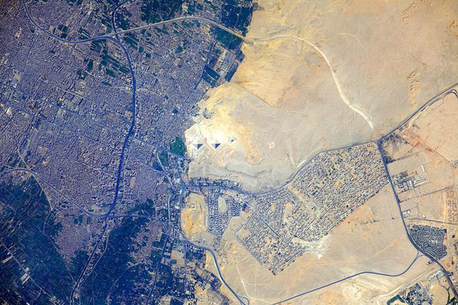 File:ISS-32 Pyramids at Giza, Egypt.jpg
