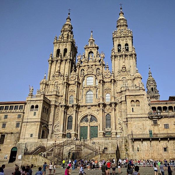 File: Catedral de Santiago de Compostela agosto 2018 (cropped) .jpg