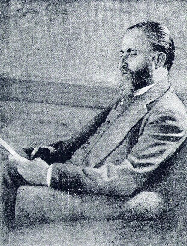 https://upload.wikimedia.org/wikipedia/commons/thumb/7/71/Carlos_Mirabelli_4.jpg/800px-Carlos_Mirabelli_4.jpg