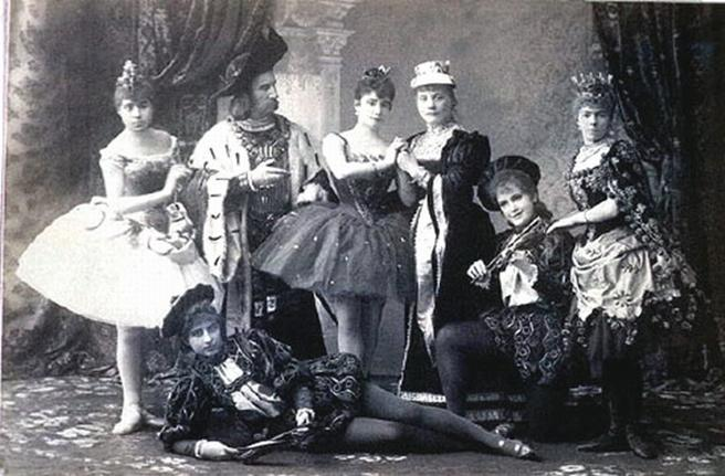 https://upload.wikimedia.org/wikipedia/commons/a/a9/Sleeping_beauty_cast.jpg