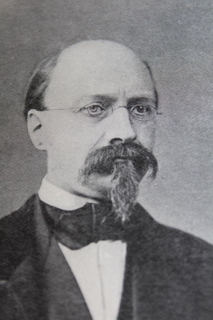 https://upload.wikimedia.org/wikipedia/commons/thumb/6/67/Charles_Robin_Medecin.JPG/682px-Charles_Robin_Medecin.JPG
