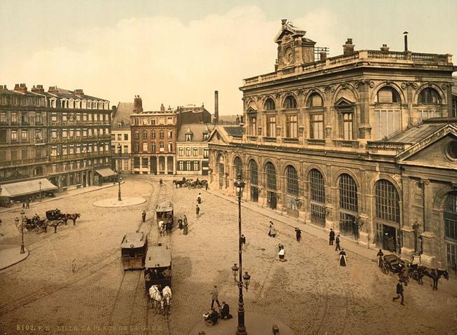 Ficheiro:05071 - The railway station, Lille, France.jpg