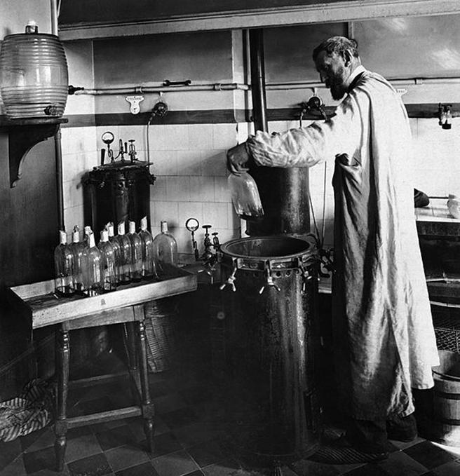 File:Louis Pasteur experiment.jpg