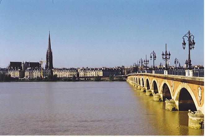 File:GaronneBordeaux.jpg