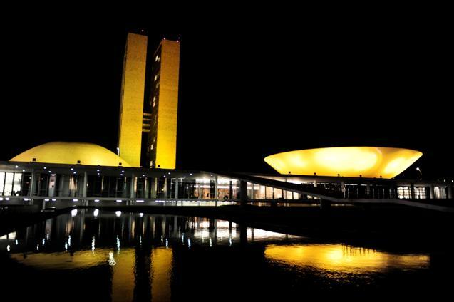 https://upload.wikimedia.org/wikipedia/commons/1/1a/Palacio_do_congresso_%2821106254770%29.jpg