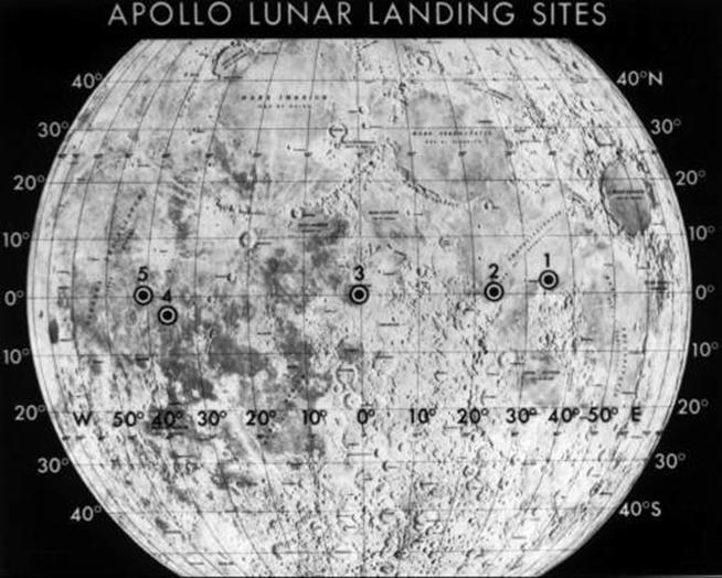 https://upload.wikimedia.org/wikipedia/commons/f/f3/Lunar_site_selection_globe.jpg