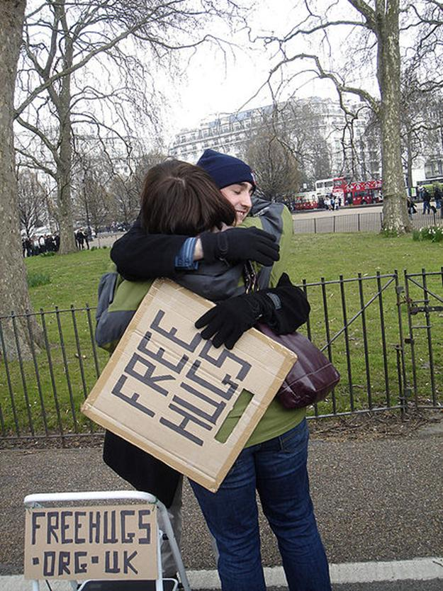 File: 'FREE HUGS', canto do alto-falante, Hyde Park, London.jpg