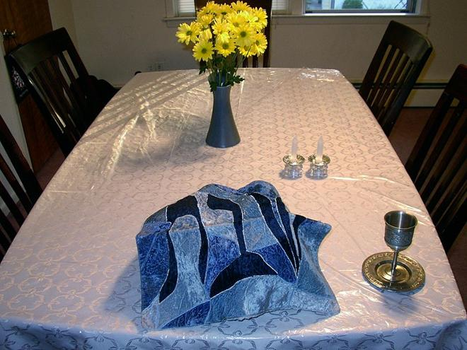 File:Shabbat table setting.jpg