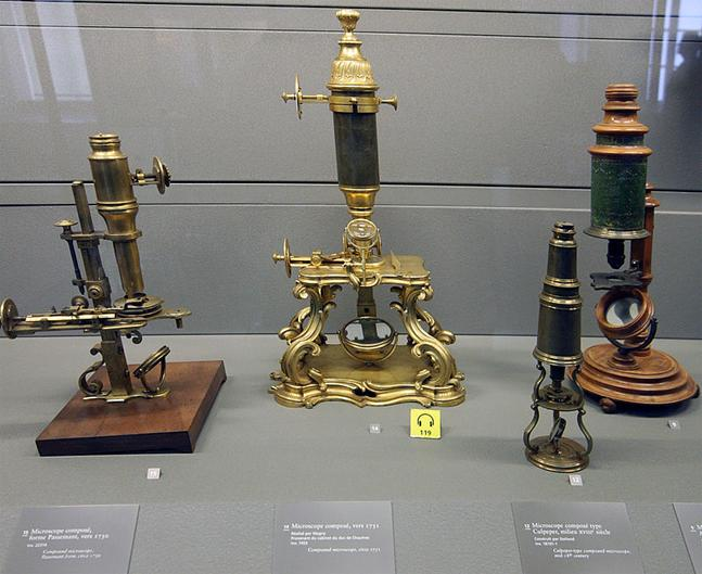 https://upload.wikimedia.org/wikipedia/commons/thumb/a/a7/Old-microscopes.jpg/800px-Old-microscopes.jpg